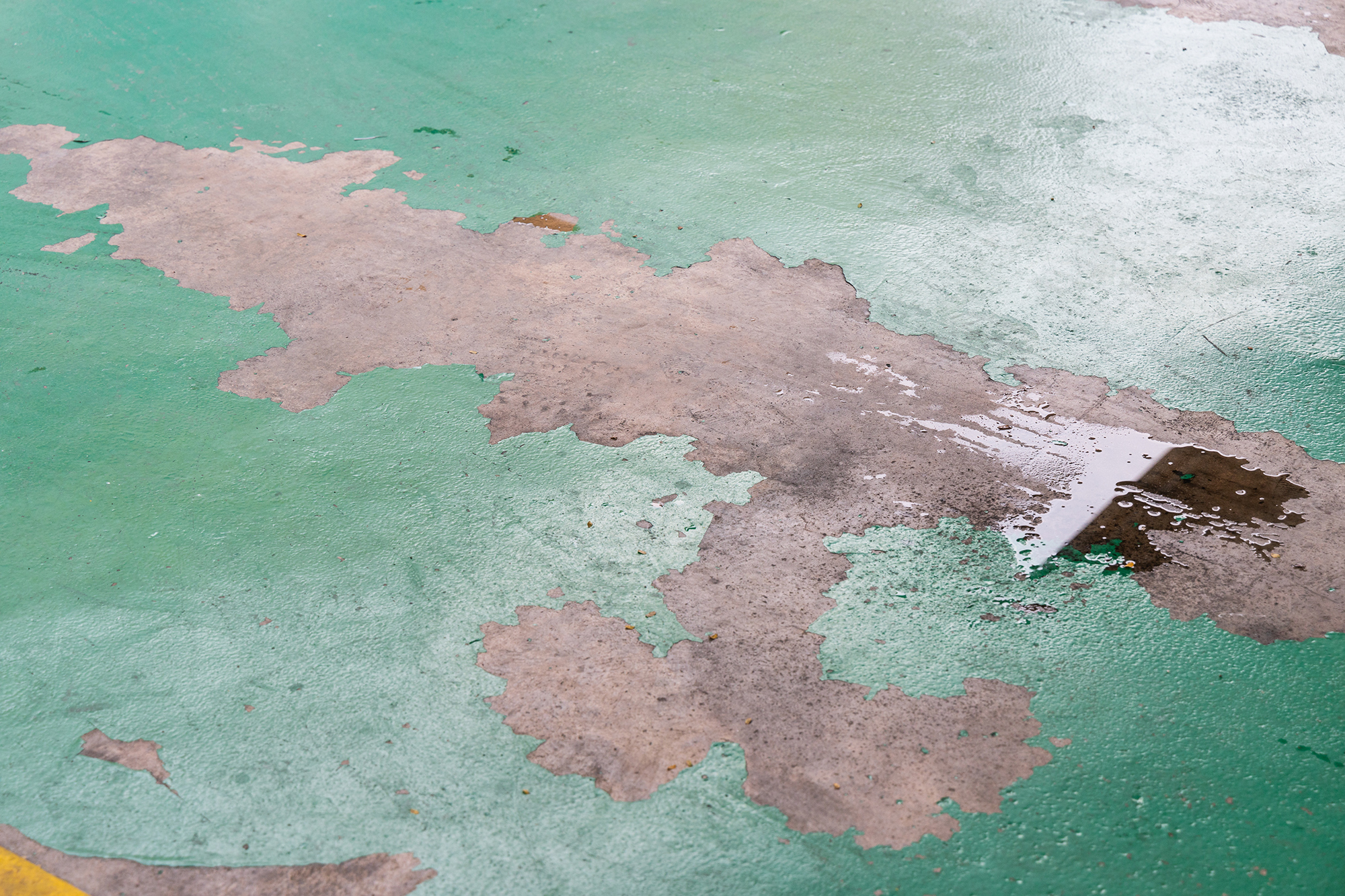 Why Epoxy Floor Coating Peels, Chips or Flakes—and How to Fix It for Good